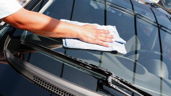 Araba Camı Nasıl Temizlenir?